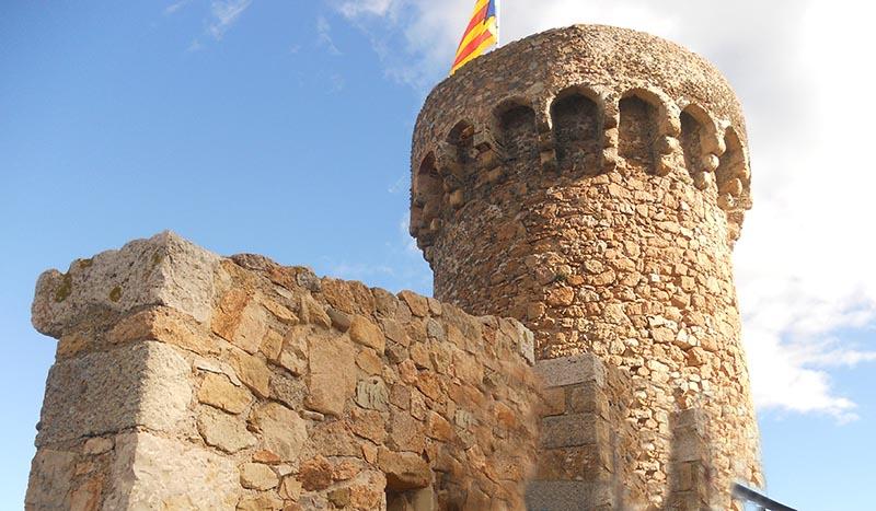 castell Tossa de mar hostal Fabrellas